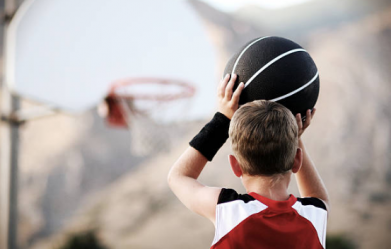 Niño_baloncesto