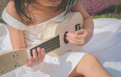 niña_guitarra